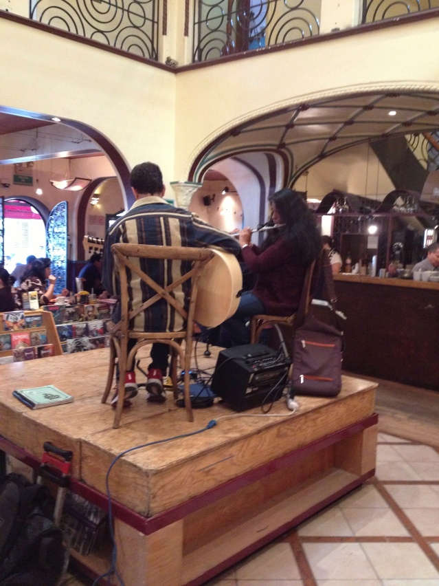 El Péndulo, musicians entertaining at Saturday lunch.