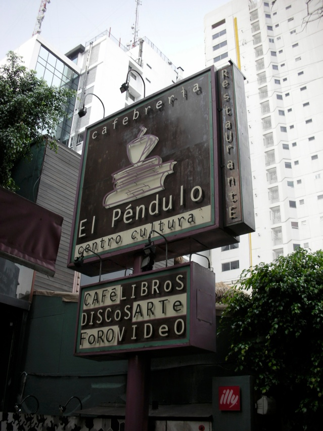 El Péndulo outside (the one in Polanco)