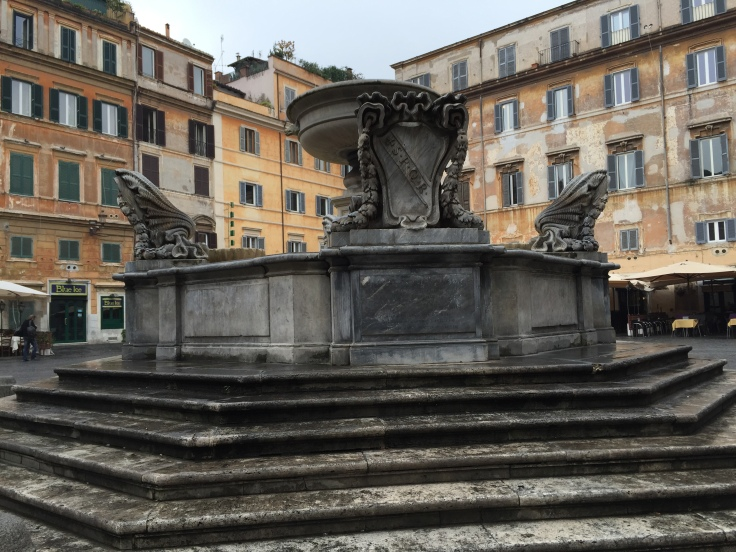 This is the fountain in the piazza down the street from where I live. This is the first time I have not seen it packed with seated gawkers.
